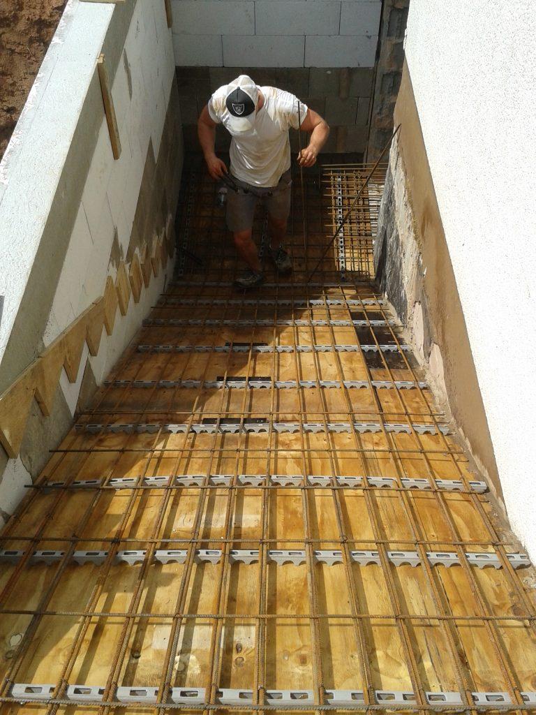 EInschalen und Bewehren des Treppenlaufs